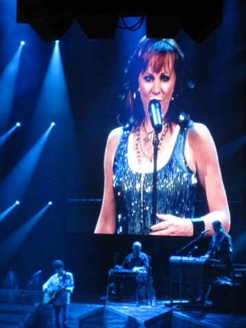 Reba performing at the 2009 Stampede